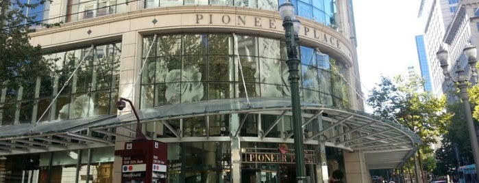 Pioneer Place is one of Orte, die Aaron gefallen.
