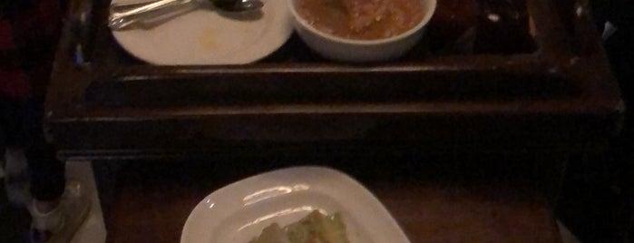 Caesar's Restaurant Bar is one of สถานที่ที่ Emilio ถูกใจ.