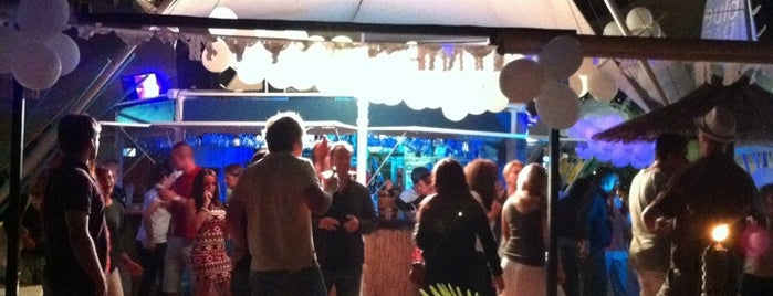 Blue Bar Beach Club is one of Anastasia 님이 좋아한 장소.