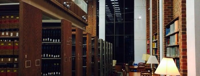 Fenwick Library is one of Frey'in Beğendiği Mekanlar.