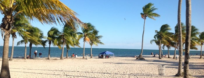 Crandon Park Beach is one of Lugares favoritos de Mirinha★.