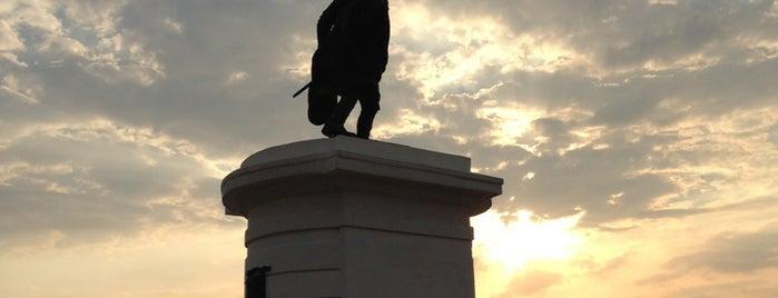 Plaza Bolívar is one of Lieux qui ont plu à José.