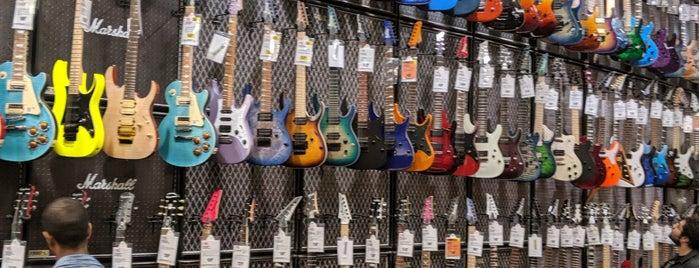 Guitar Center is one of Lieux qui ont plu à Alan-Arthur.