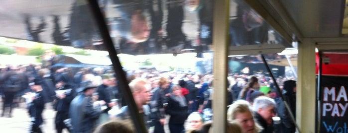 Bus 40 (Refshaleøen - Nordhavn st.) is one of Rettes.