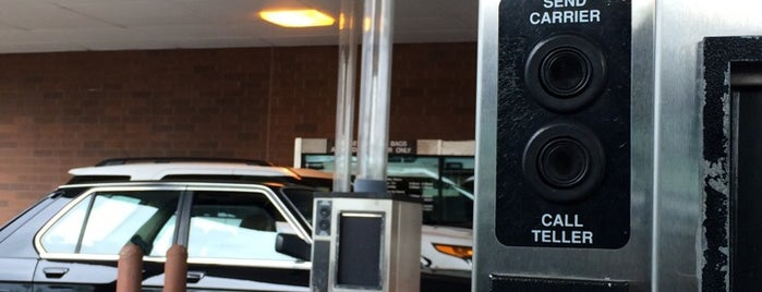 U.S. Bank ATM is one of สถานที่ที่ J ถูกใจ.
