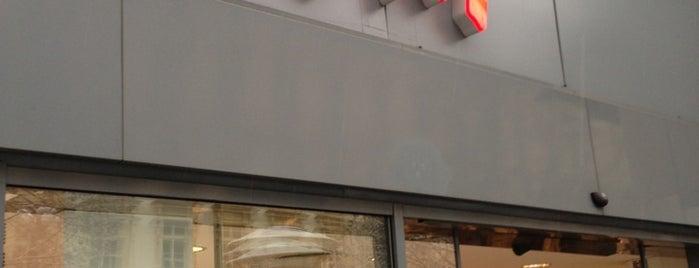 H&M is one of สถานที่ที่ Regina ถูกใจ.