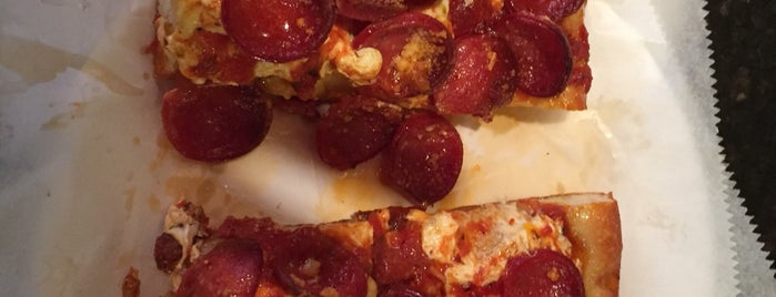 Prince Street Pizza is one of สถานที่ที่ Mike ถูกใจ.