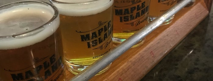 Maple Island Brewing Company is one of Locais curtidos por Kristen.