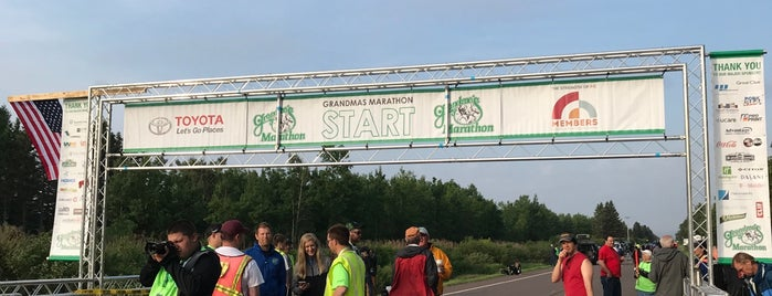 Starting of Grandma's Marathon is one of Lugares favoritos de Kristen.