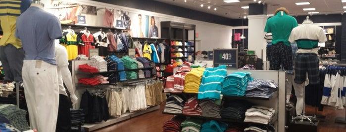 Tommy Hilfiger Company Store is one of Locais salvos de Estela.