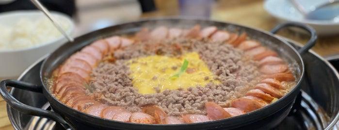 이나경송탄부대찌개 is one of Korean food.