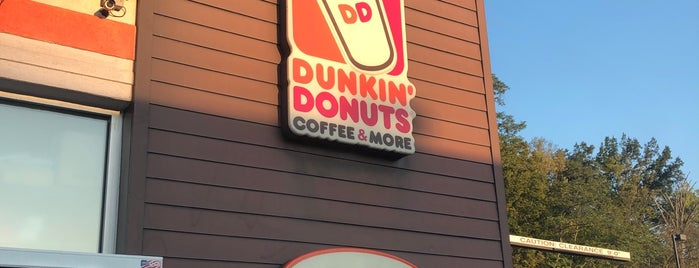 Dunkin' is one of Bobさんのお気に入りスポット.