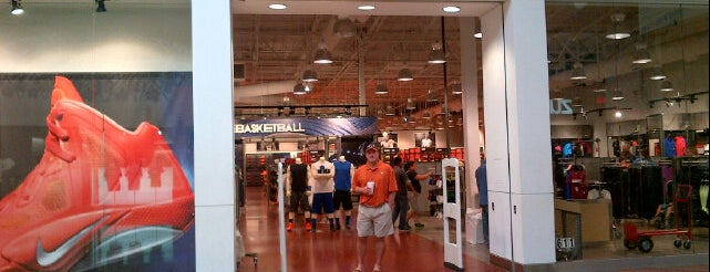 Nike Factory Store is one of Lugares favoritos de Lovely.