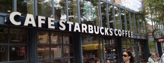 Starbucks is one of Orte, die Crystal gefallen.