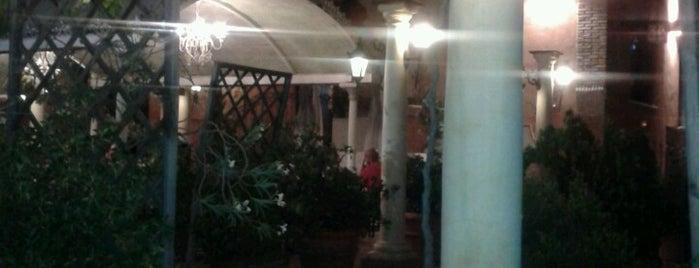 La Gloria Granada is one of Restaurantes.