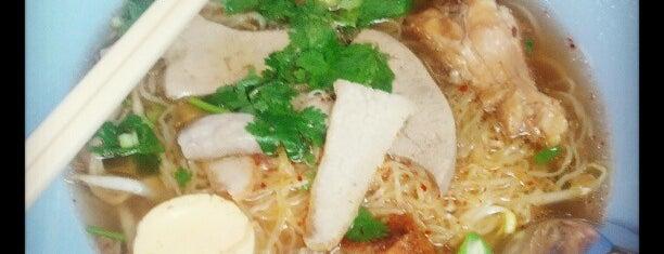 ก๋วยเตี๋ยวไก่ สายน้ำผึ้ง is one of BKK_Noodle House_1.