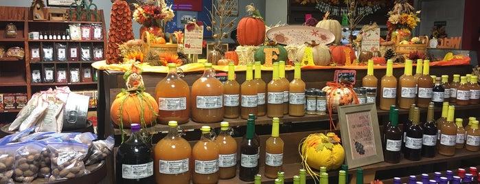 Farmhouse Produce and The Kitchen is one of Lieux sauvegardés par Macy.