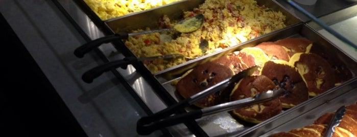 Crown Gourmet Deli is one of Lugares favoritos de Jorge.
