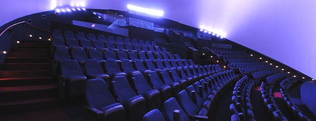 IMAX Theater is one of Lugares favoritos de Alejandro.
