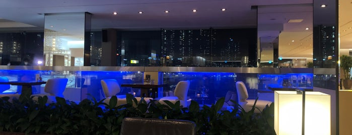 Panorama Lounge, The Westin Chosun is one of Locais curtidos por Diana.