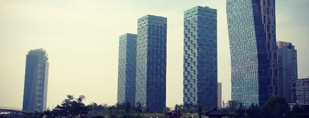 Songdo Central Park is one of 韓国.