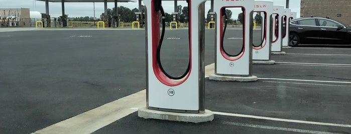 Tesla Supercharger is one of Orte, die Nick gefallen.