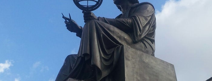 Pomnik Kopernika is one of สถานที่ที่ Денис ถูกใจ.