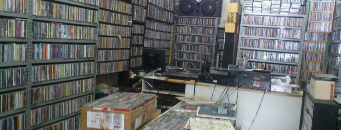 Discos Raros is one of Best places ever.