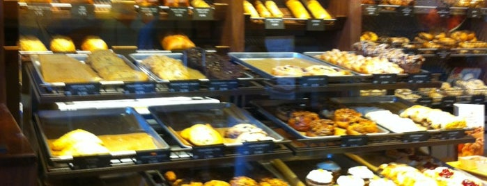 Panera Bread is one of Lugares favoritos de Brandi.