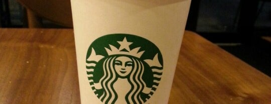 Starbucks is one of Orte, die Adam gefallen.