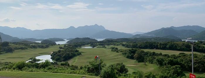 The Jockey Club Kau Sai Chau Public Golf Course is one of Posti che sono piaciuti a Henry.