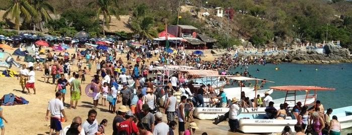 Playa Puerto Angelito is one of Tempat yang Disukai Omar.