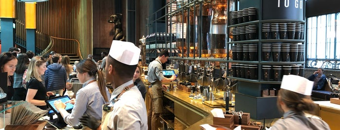 Starbucks Reserve Roastery is one of Orte, die Ahmet gefallen.
