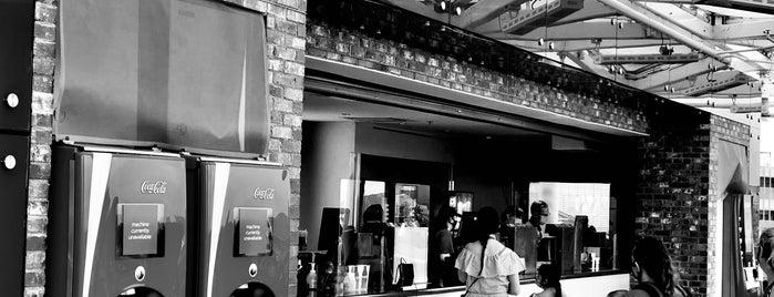 Coca-Cola Store is one of Tempat yang Disukai Alan.