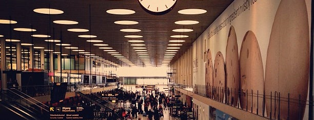 Aeroporto de Copenhaga (CPH) is one of Part 1~International Airports....