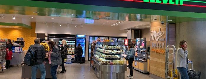 7-Eleven is one of Orte, die Dan gefallen.