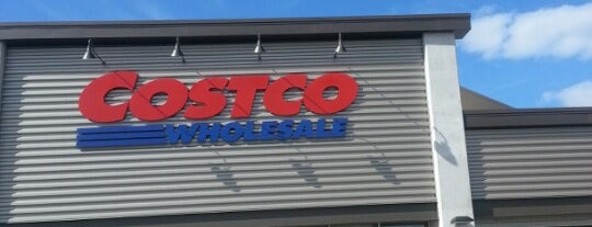 Costco is one of Lugares favoritos de Chris.