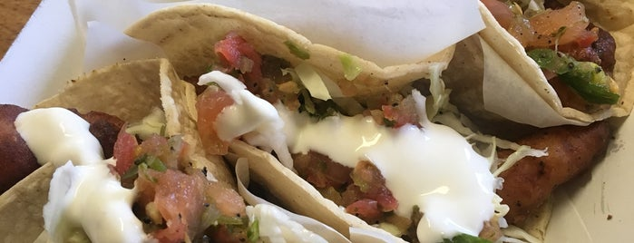 Best Fish Taco in Ensenada is one of Posti che sono piaciuti a Justin.