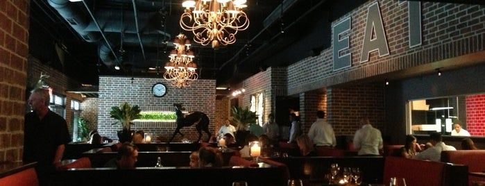 Smash Kitchen & Bar is one of Lugares favoritos de Tim.