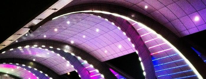 Aeroporto Internacional de Dubai (DXB) is one of Airports (around the world).