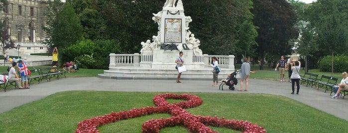 Austria: Dining, Coffee, Nightlife & Outings