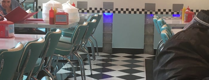 Retro Classic Diner is one of Lugares guardados de Rocio.