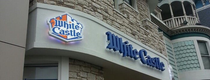 White Castle is one of Tempat yang Disukai Andrew.