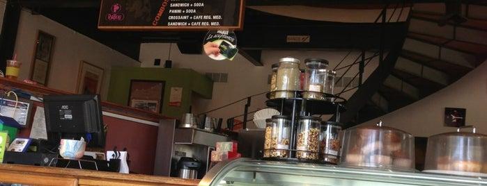 Café Tomás is one of Lieux qui ont plu à Argelia.