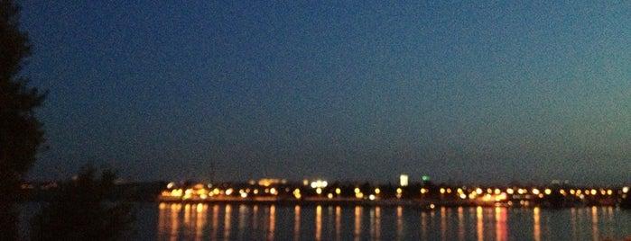 Набережная Чернобыльца is one of Lieux qui ont plu à Dimi.