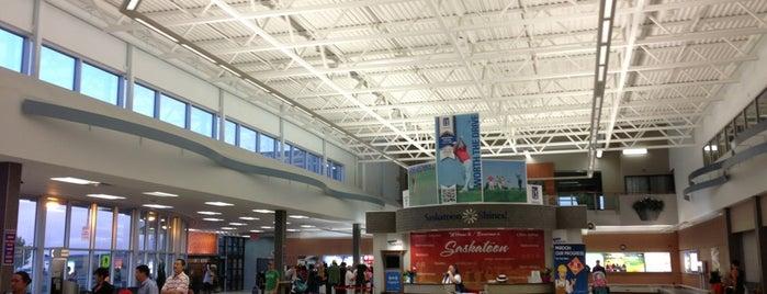 Saskatoon John G. Diefenbaker International Airport (YXE) is one of Lieux qui ont plu à Daniel.