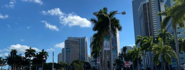 Biscayne Boulevard is one of Miami x2.