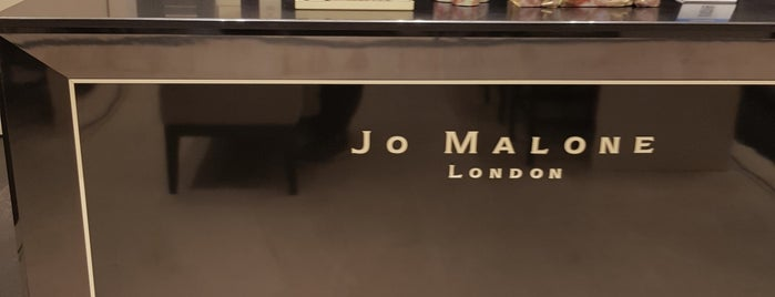 Jo Malone is one of Lieux qui ont plu à Adrian.