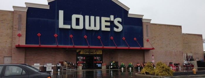 Lowe's is one of Lugares favoritos de Paul.