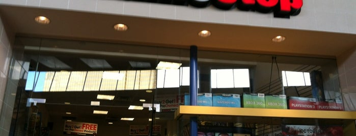 GameStop is one of สถานที่ที่ Alberto J S ถูกใจ.